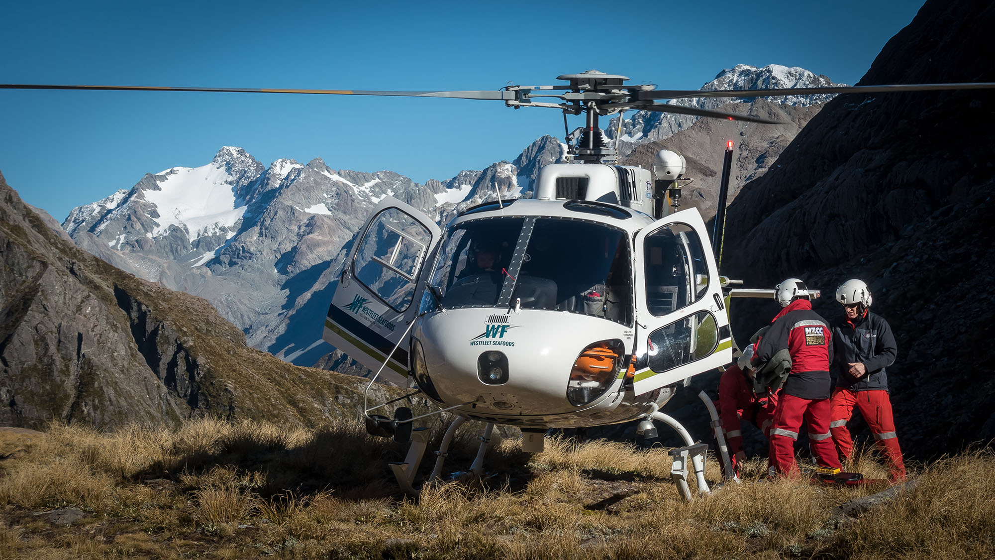 ZK-HGH at Waimakariri Falls Hut during beacon search operation.